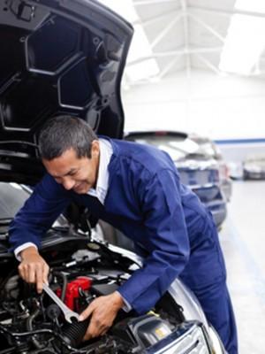 Technicien d'entretien automobile